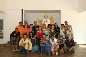 Participantes do projeto Nas Alturas da Arte e da Paz em Sabará.  Foto por: Nelson Pombo/ Imersão Latina